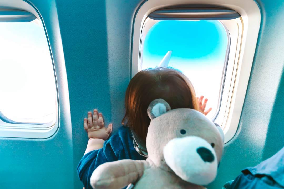 Consigli per viaggiare in aereo con i bambini intermundial - Ml da portare in aereo ...