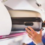 Viaggiare in aereo: cosa si può portare nel bagaglio a mano